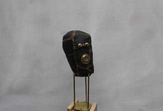Gold little head, metal, leather, wood, 53cm